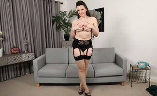 Ivy Rain – Big Tits Girl Strips