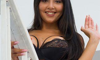 Alba De Silva Exciting Acquaintance With Curvy Alba for Virtual Taboo