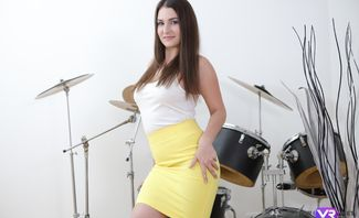 Drum'N'Bass Masturbation From The Extremely Hot Brunette - Ellen Betsy