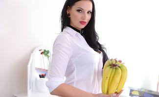 How We Shot Banana Challenge - Jolee Love