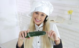 Cooking Veggies With Pussy Juice - Lola Myluv