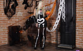 Spooky Night Preparation - Karol Lilien