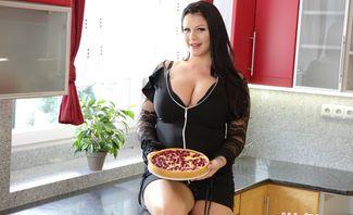 Mom, I Want Your Pie - Anissa Jolie