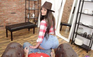 Cowgirl Comes to Town for Sex - Nicolette Noir