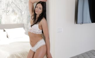Face To Face With Horny Bride Leanne Lace
