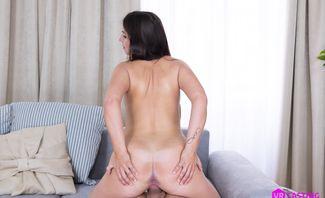 Horny Brunette Lenna Ross