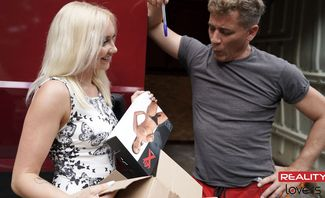 Marilyn Sugar Fucked Hard By The Delivery Boy