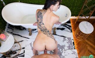 Bathed Babe Cassie Del Isla