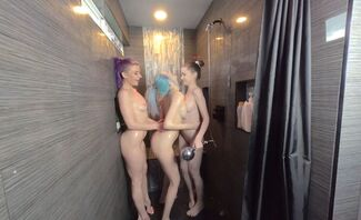 Clean Shower Fun With Ashley Love, Emily Bloom And Natalia